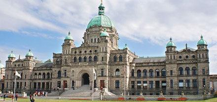 A front facing view of the B.C. Legislature building